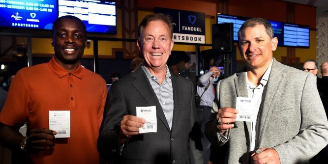 Mohegan Gaming & Entertainment and FanDuel have launched a temporary Mohegan Sun FanDuel Sportsbook retail location at Bow & Arrow Sports Bar in Connecticut.